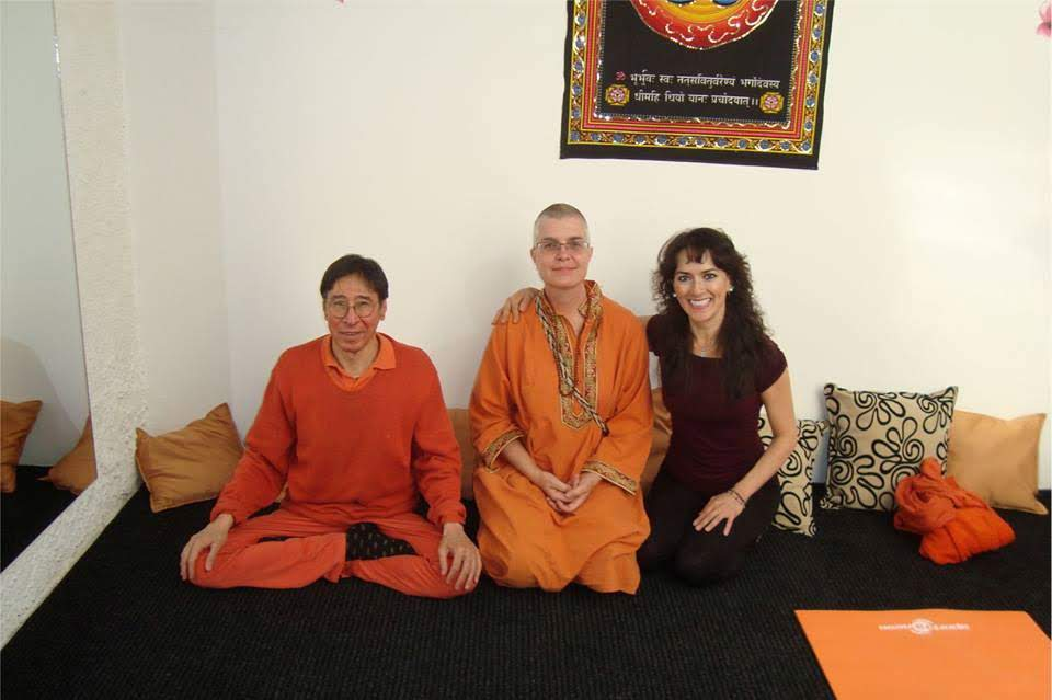 maestros de yoga indio