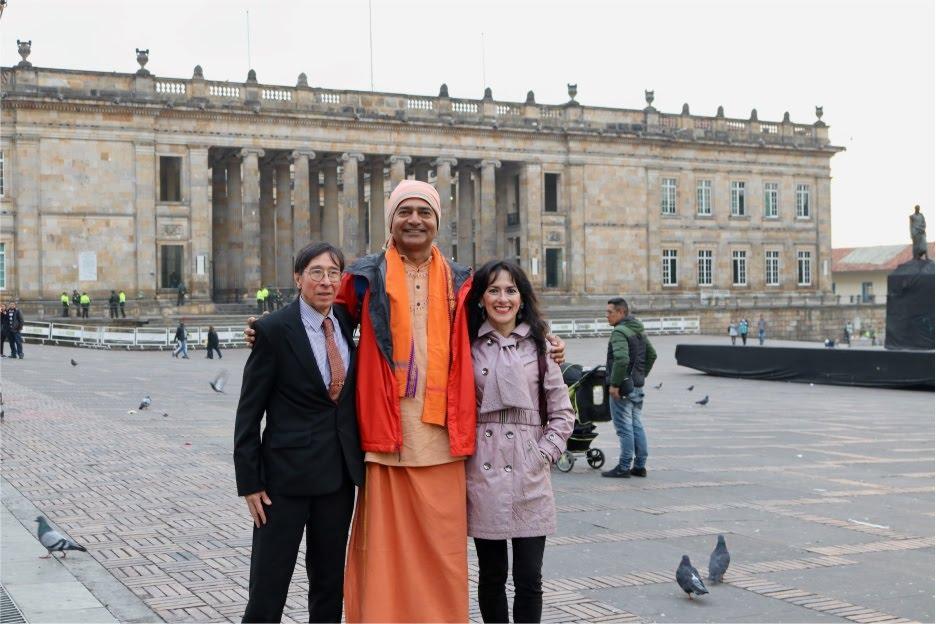 profesores de yoga bogotà